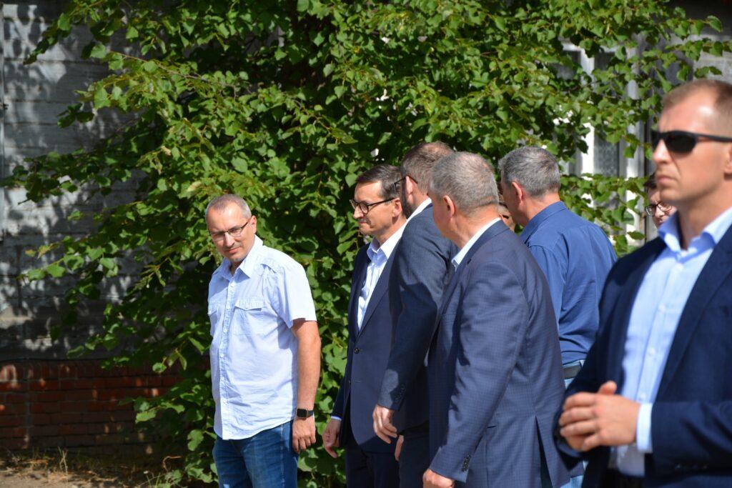 Premier oraz Minister Rolnictwa i Rozwoju Wsi wraz z uczestnikami spotkania
