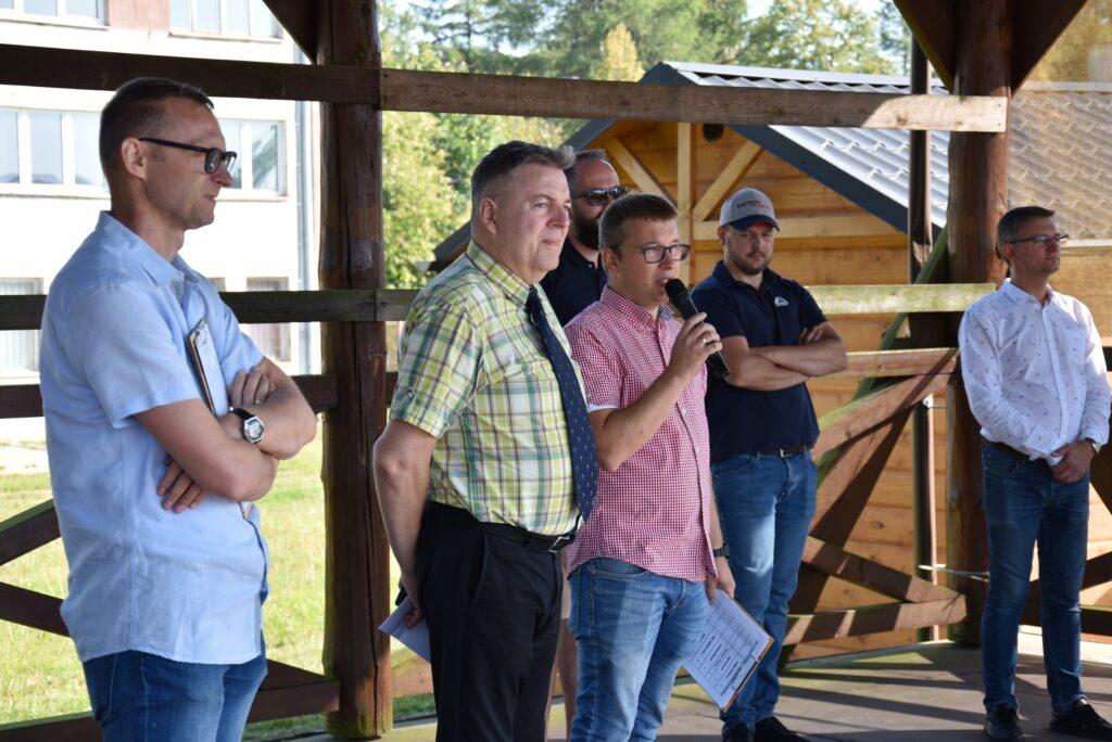 Dyrektor PODR w Lubaniu, pracownicy oraz przedstawiciele firm