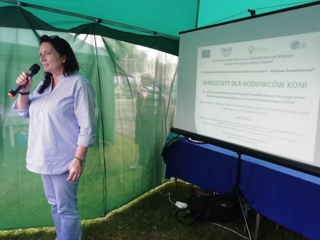 3- warsztaty dla hodowców koni, wykładowca przemawia