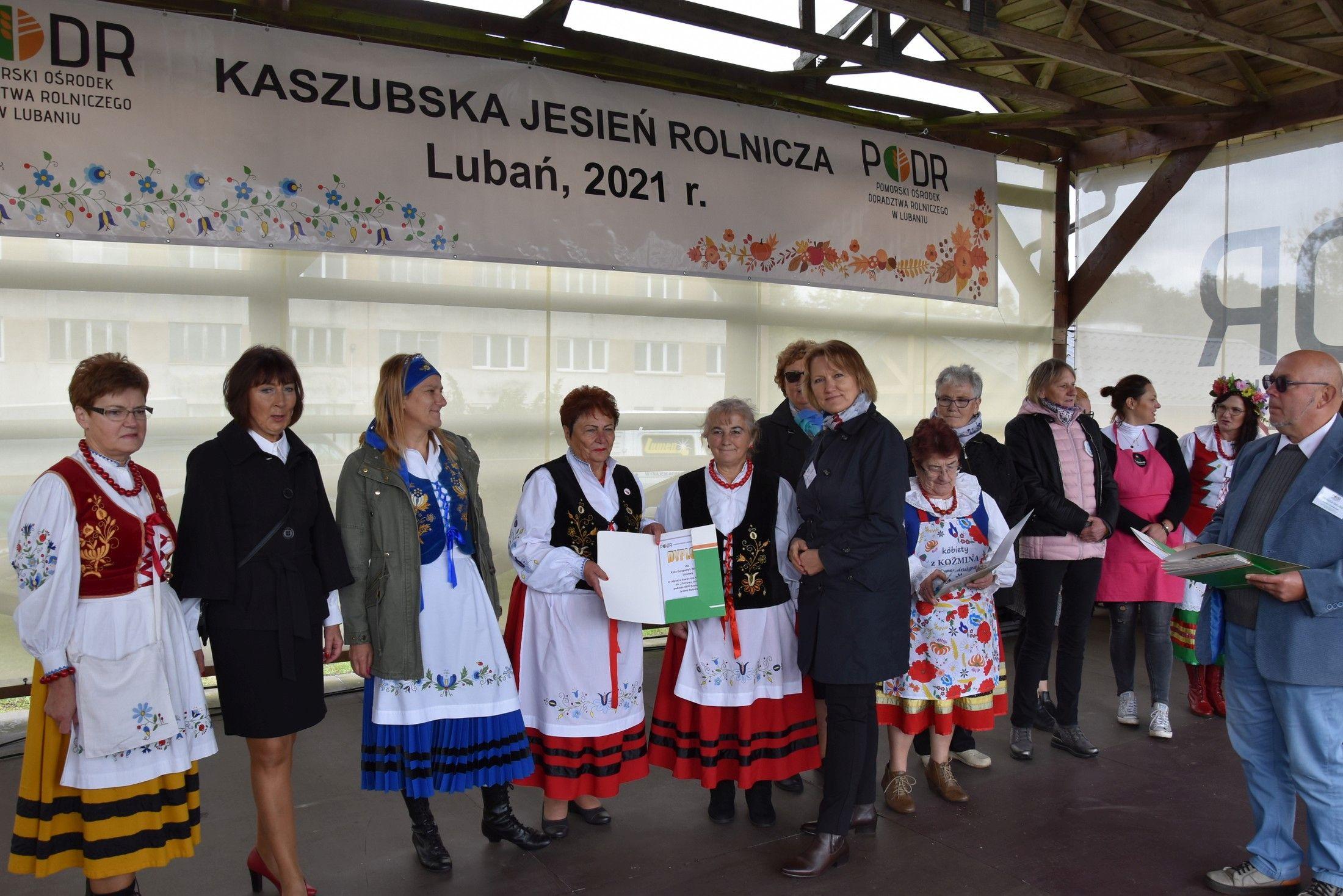 Wręczanie dyplomów uczestnikom konkursu
